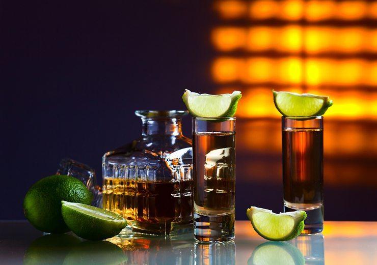 Eine Bar mieten - und tolle Feste feiern! (Bild: © Igor Normann - shutterstock.com)