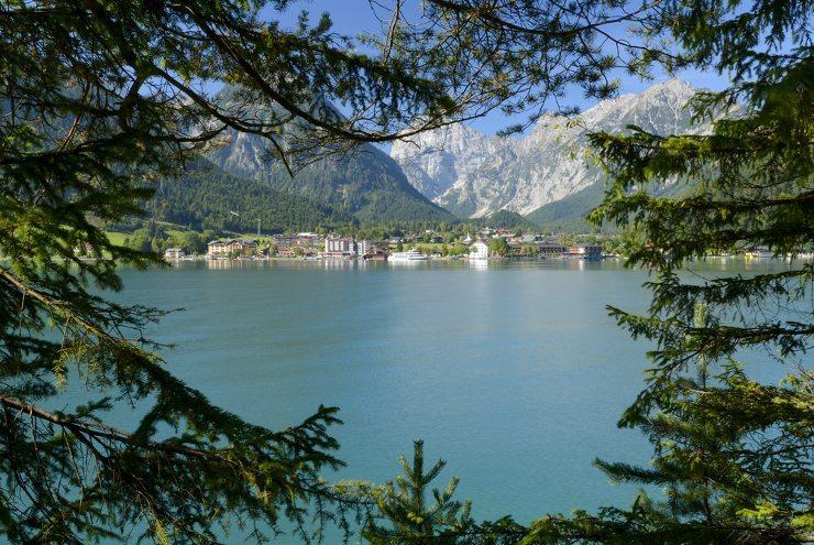 Carreisen sind eine tolle Form, Ferien zu geniessen. (Bild: Achensee - © Miran Muhic - shutterstock.com)