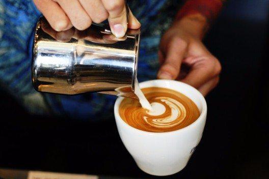 Die sicherste Hand am Milchkännchen (Bild: © MutiPear - shutterstock.com)
