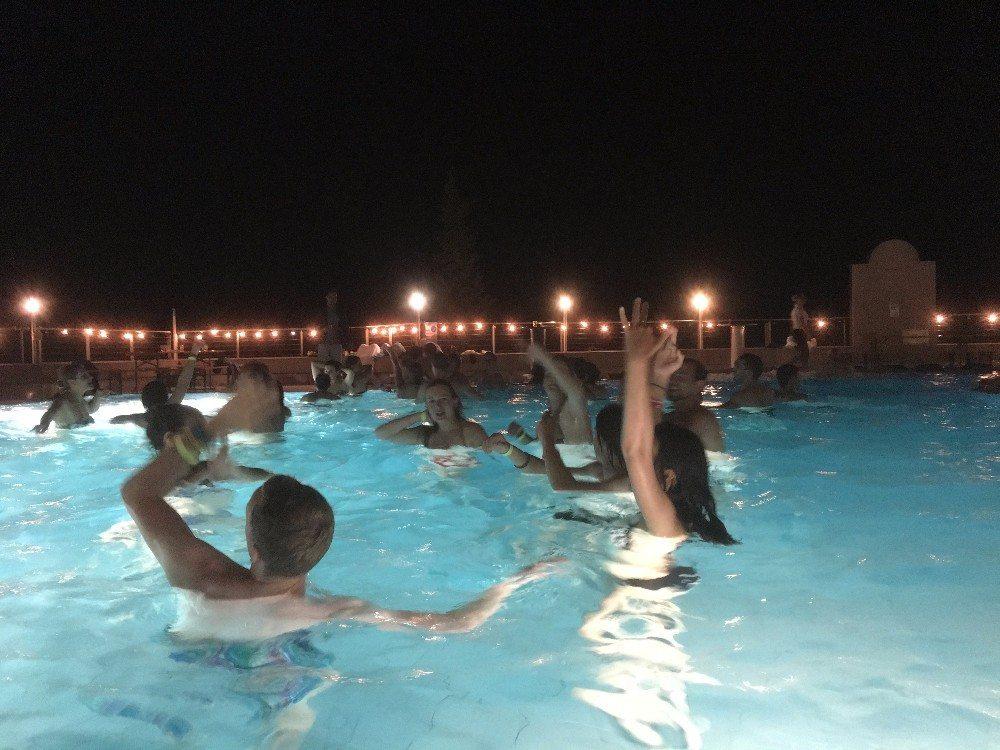 Im natürlichen Thermalwasser des beliebten Kur- und Badeortes entspannen.