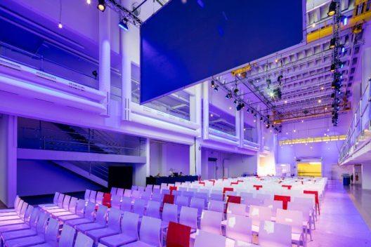 Alte Druckereihalle - Eventszenario Theaterbestuhlung