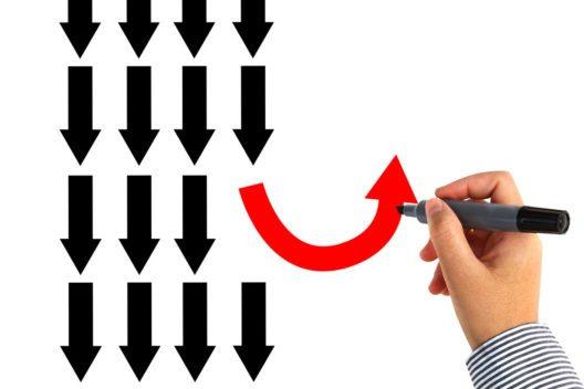 Phasen des Wandels und der Umorganisation sind Teil des Fortschritts. (Bild: maxsattana – istockphoto.com)