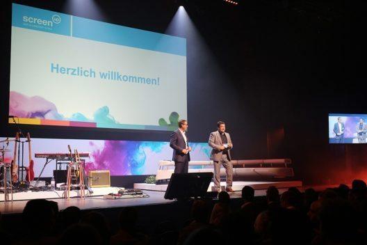 Martin Schneider (CEO Admeira) und Alexander Duphorn (CEO Goldbach Media (Switzerland) AG) begruessten das Publikum. (Bild: © screen-up)