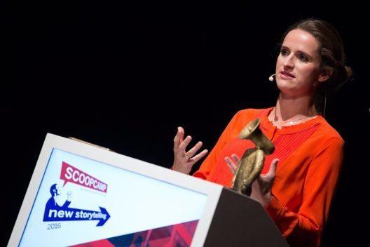 Mit dem scoop Award 2016 ausgezeichnet: Verena Pausder, Gründerin und Geschäftsführerin Fox & Sheep GmbH spricht auf der Preisverleihung (Bild: © obs/dpa Deutsche Presse-Agentur GmbH/Christian Charisius)